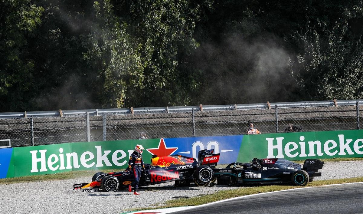 Max Verstappen şi Lewis Hamilton au abandonat