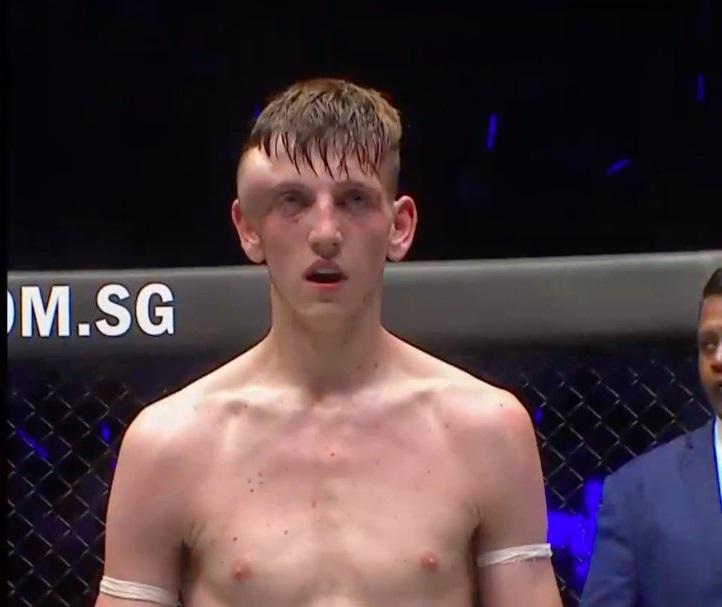 Imagine brutală! Un luptător s-a trezit cu o boală periculoasă chiar în timpul unui meci