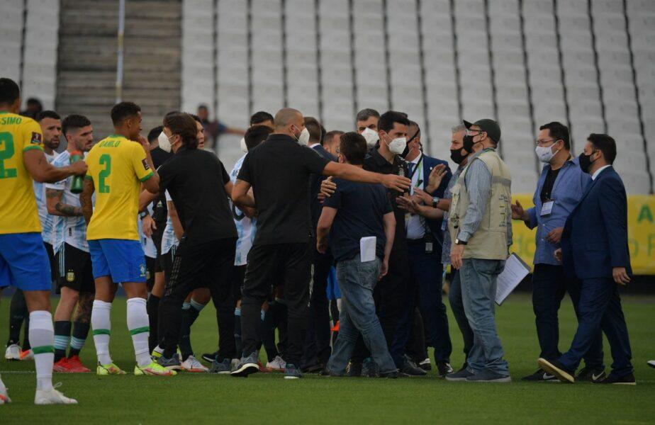 """Haos în Brazilia – Argentina! Reprezentanţii autorităţilor sanitare au intrat pe teren, iar patru jucători vor fi amendaţi şi """"deportaţi"""". Ce au făcut brazilienii după scandalul monstru. Meciul a fost suspendat"""