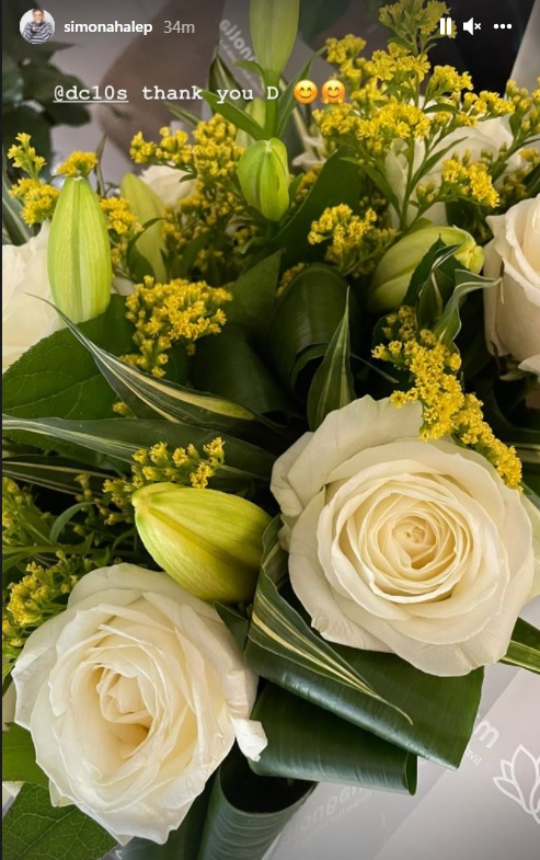 Simona Halep a primit flori de la Darren Cahill