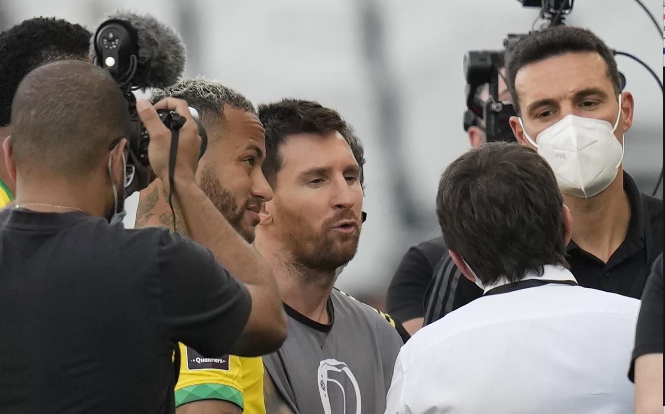 Cum au fost surprinşi Messi, Neymar şi Dani Alves în haosul din meciul Brazilia - Argentina