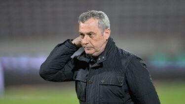 """""""Şi-a ameninţat propriii jucători cu suporterii"""". Acuzaţii extrem de grave la adresa lui Mircea Rednic. Scandal imens la Dinamo"""