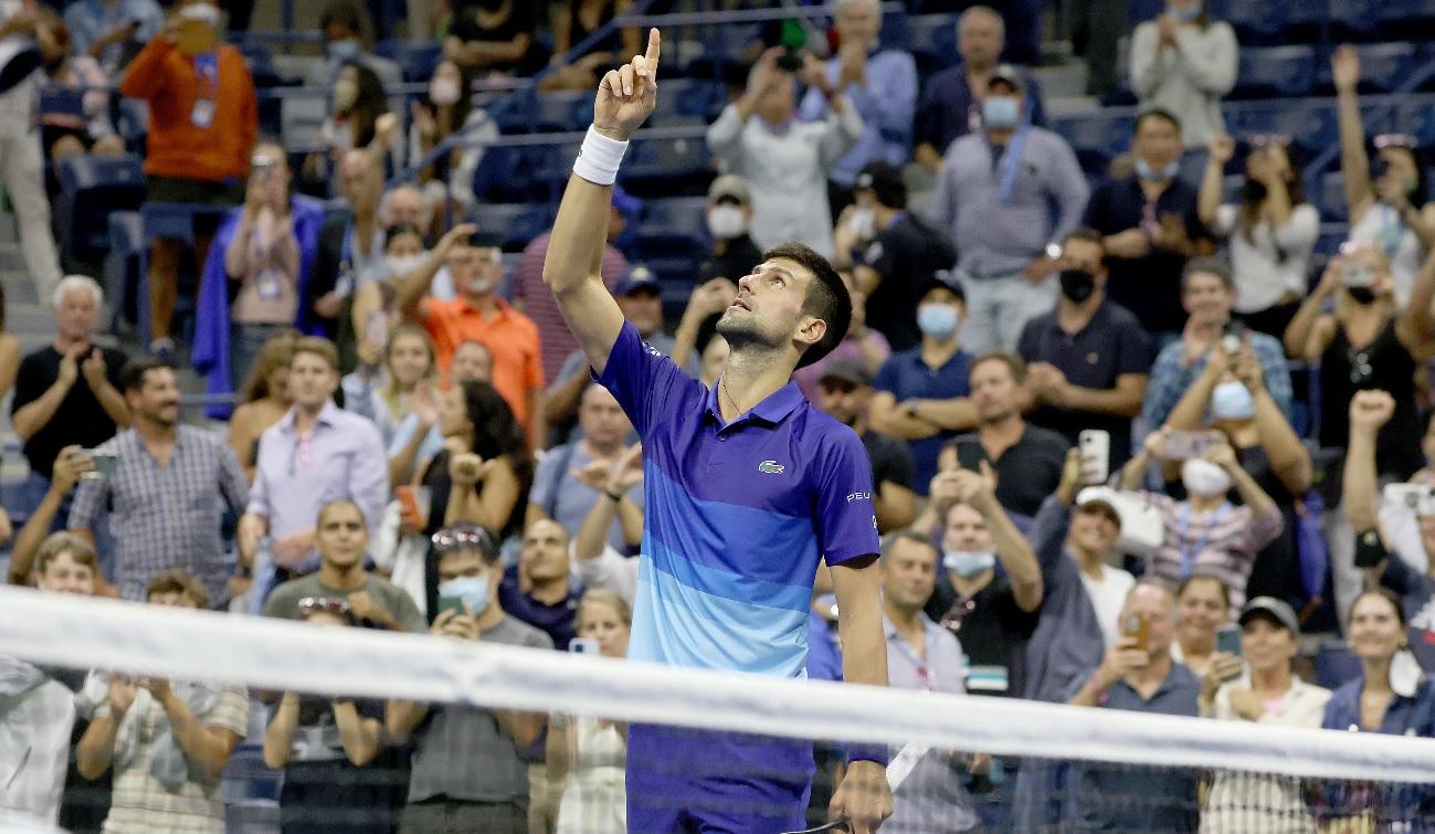 Novak Djokovic, la două victorii de două recorduri istorice