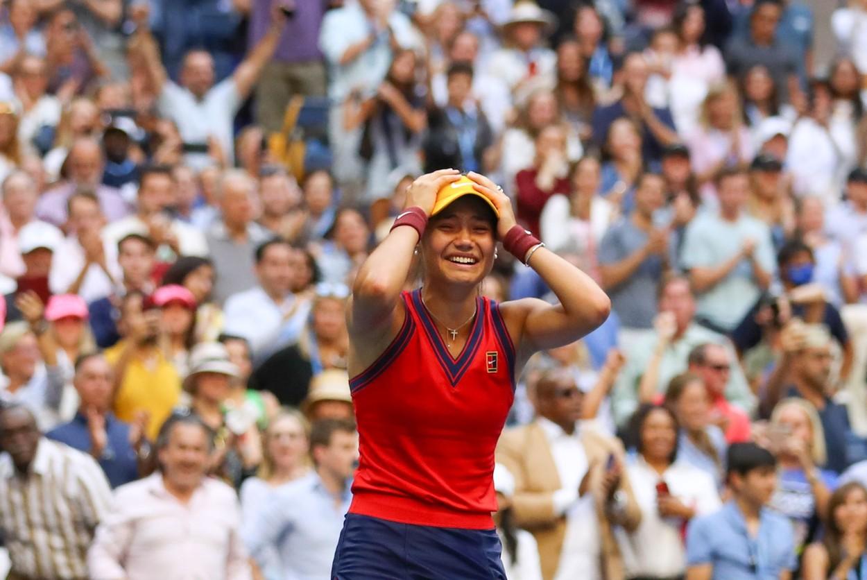 US Open 2021 | Emma Răducanu are lumea la picioare, după victoria uluitoare cu Leylah Fernandez! A câștigat US Open fără set pierdut, deși a jucat 10 meciuri până la trofeu. Salt URIAȘ în clasament