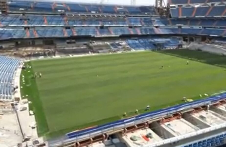 """Lucrările de la stadionul lui Real Madrid nu sunt gata, deşi """"galacticii"""" vor juca primul meci după o pauză de peste un an pe """"Santigo Bernabeu"""". Imaginile momentului"""