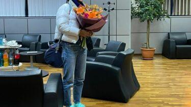 Emma Răducanu a ajuns în România pentru a participa la Transylvania Open. Primele imagini cu jucătoarea cu tată român. Ce cadou a primit la hotel