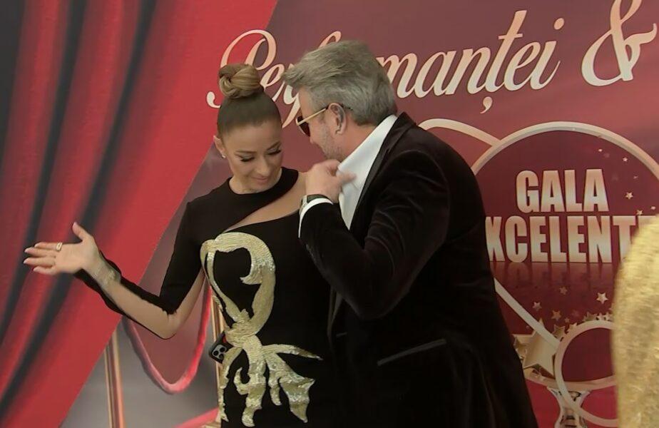 Bărbatul care a luat-o în braţe pe Anamaria Prodan în public, inimi și pupici pentru soția lui Laurențiu Reghecampf
