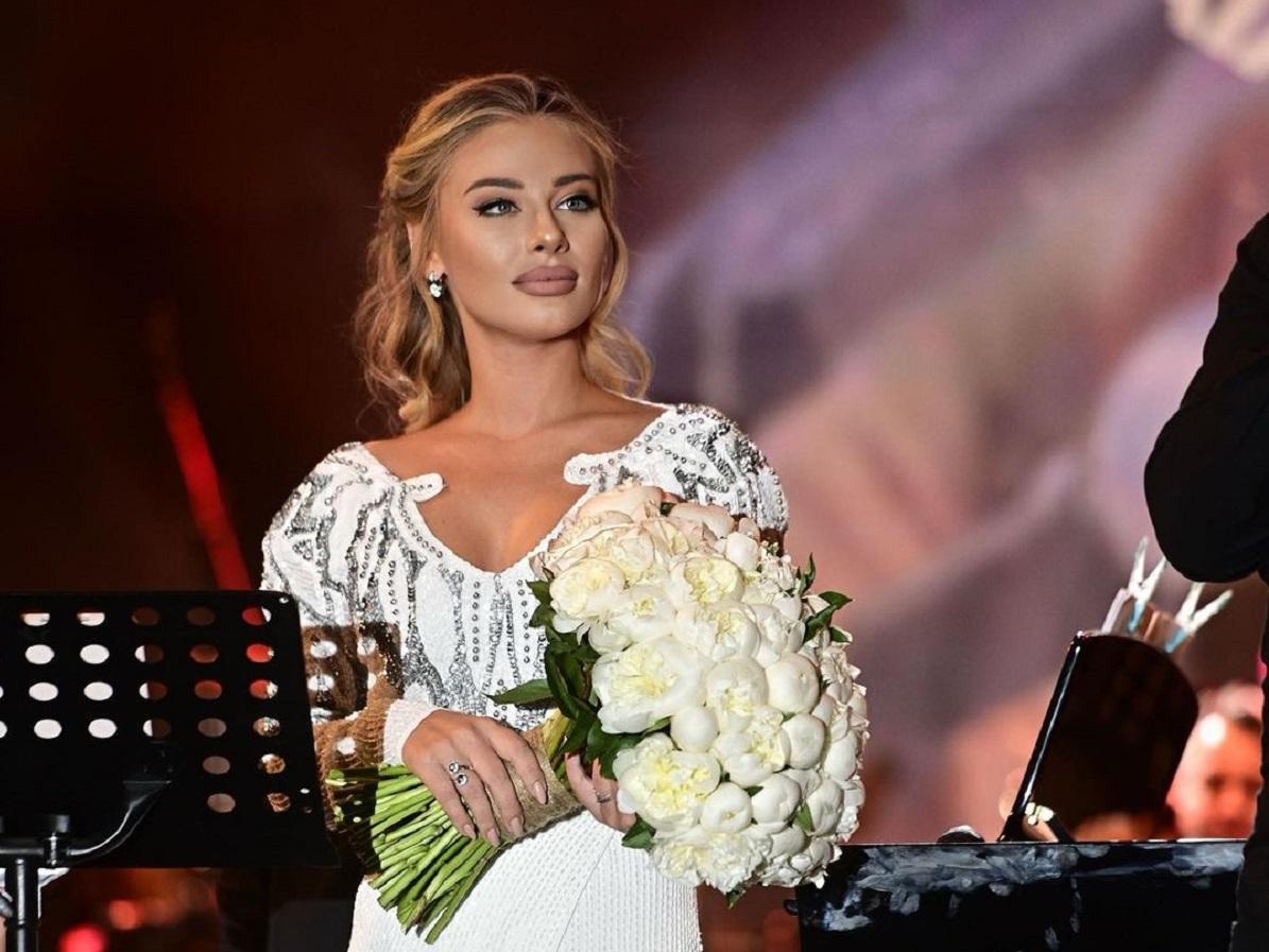 Irina Baianț, invitata lui Cătălin Oprişan la AS.ro LIVE, de la 10:30