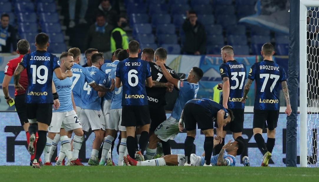 Fază monumentală la finalul meciului Lazio - Inter 3-1