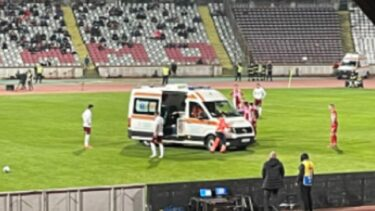 Dinamo – Rapid 0-0. Panică în Ștefan cel Mare! Alexandru Răuță, scos cu ambulanța de pe teren. Medicii i-au pus mască de oxigen. Dinamovistul a acuzat probleme de respirație