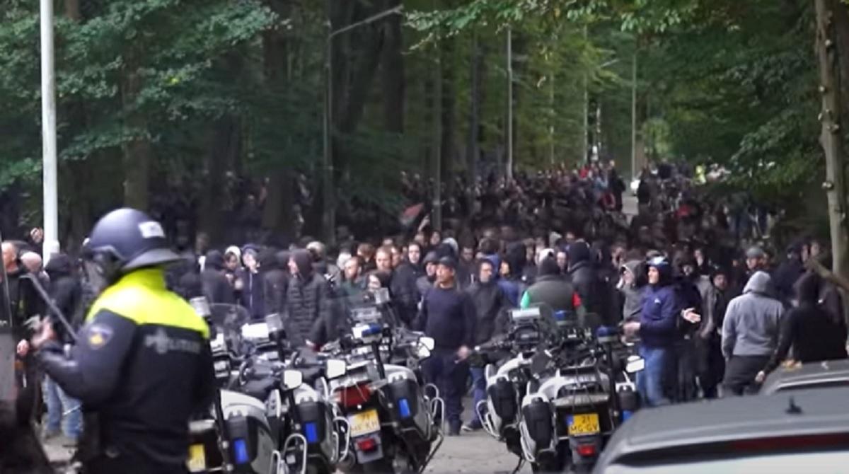 Ultrașii de la CSA Steaua, implicați într-un război total cu poliția din Olanda